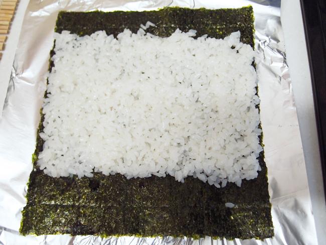 アルミホイルを使った巻き寿司の作り方