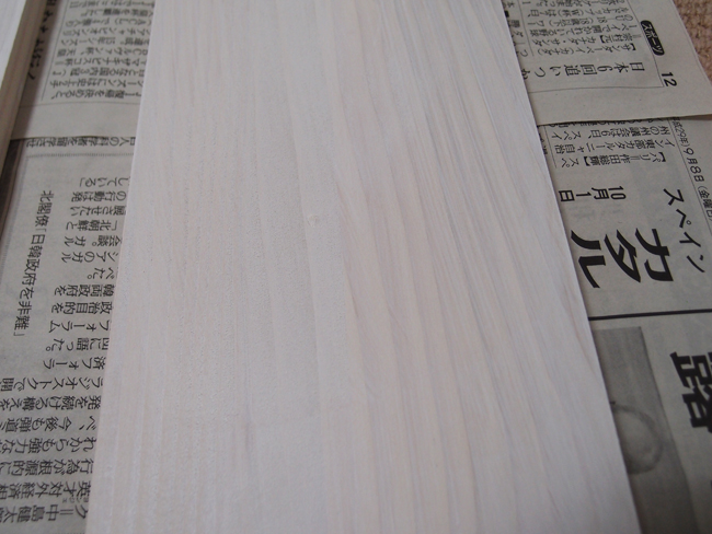 木材にペンキを1度塗り