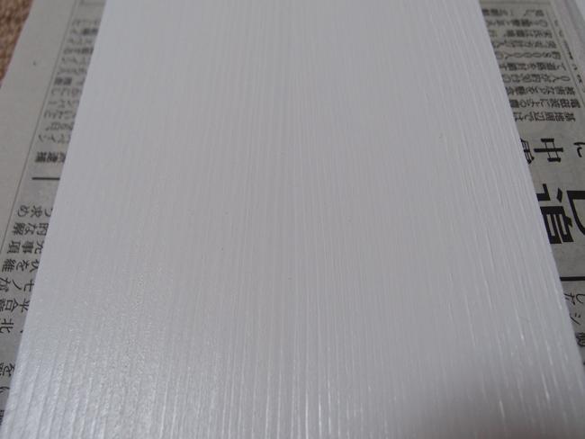 木材にペンキを2度塗り