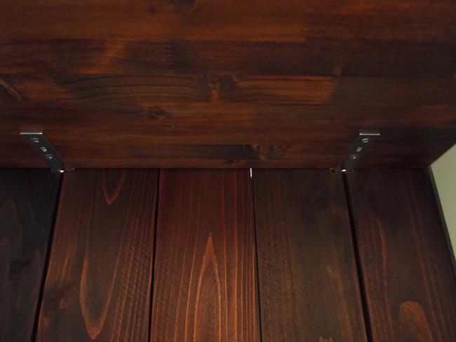 裏か見た棚板