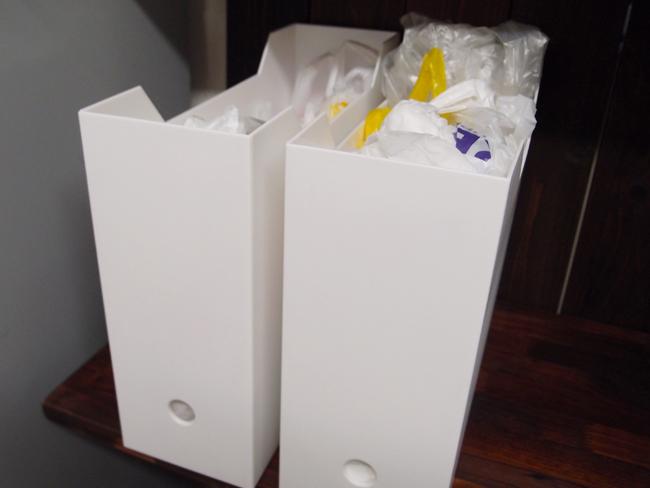 ファイルケースにビニール袋を入れる