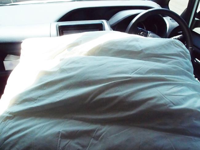 車内でクッションを乾燥させる