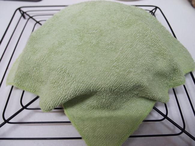 濡れタオルを被せる