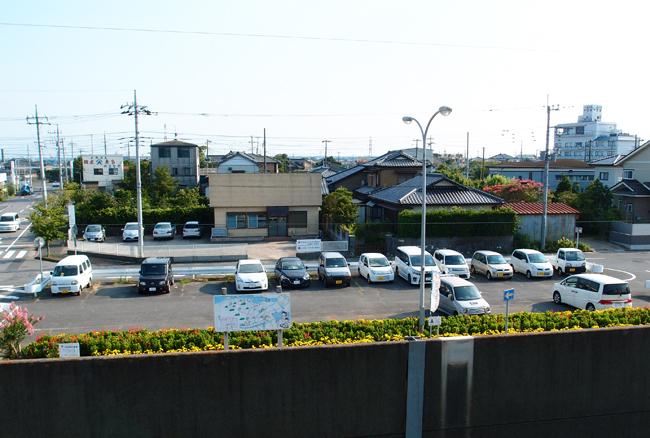 延方駅前駐車場