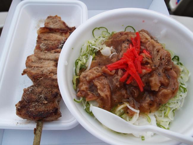 豚串と塩カルビ丼